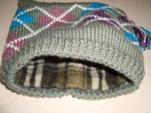 как пришить подклад к вязаной шапке