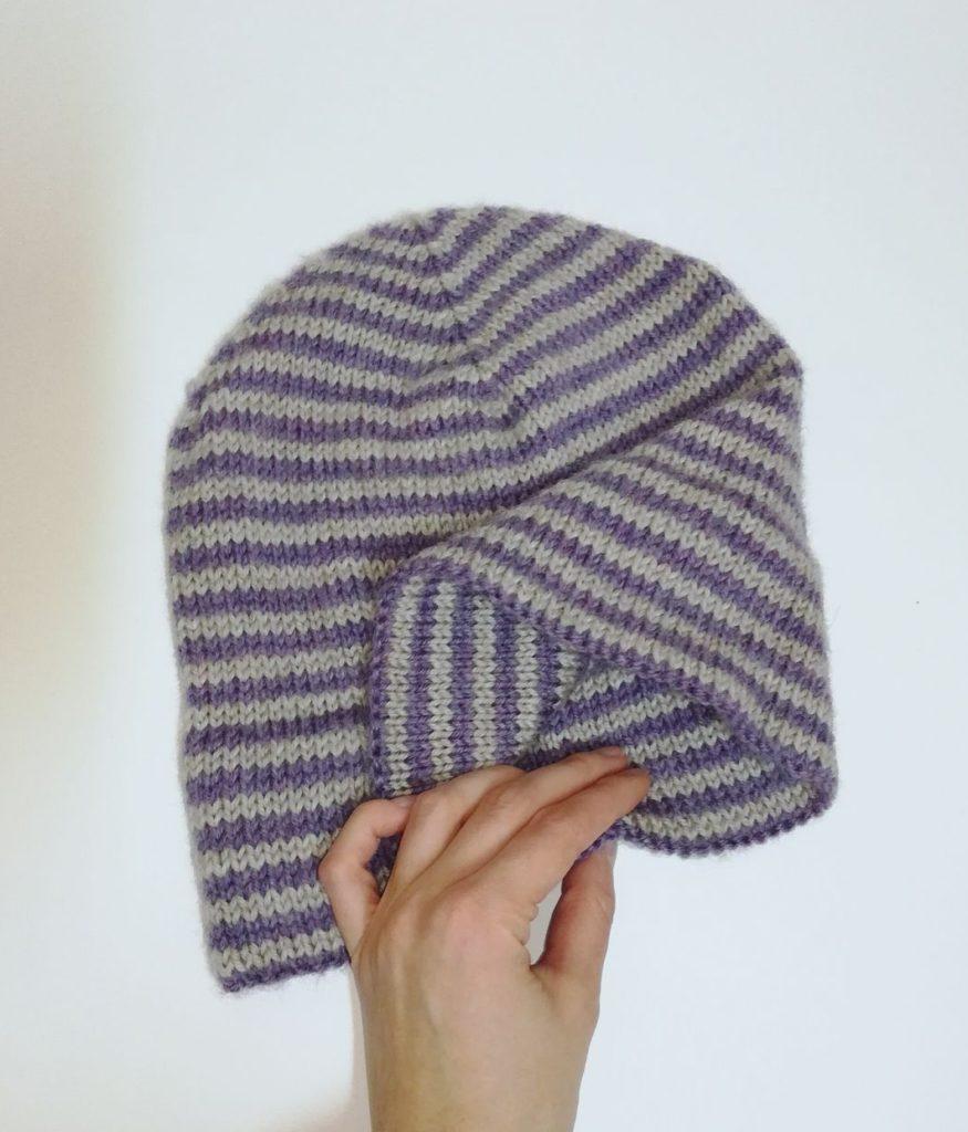 растянутая шапка