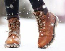 развязываются шнурки на ботинках