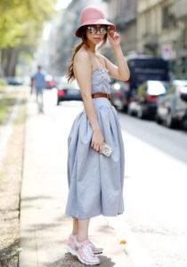 массивные кроссовки с платьем