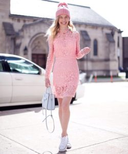 розовая шапка с платьем