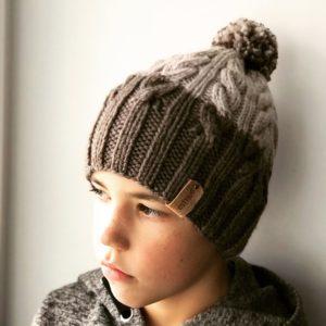 Коричневая шапка для мальчика
