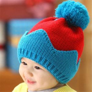 Детская шапка красно-голубая