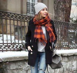 шапочка бини с черным пальто