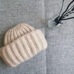 шапка из акрила