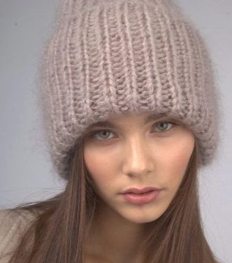 Бежевая шапка такори