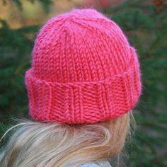 Красная шапка женская
