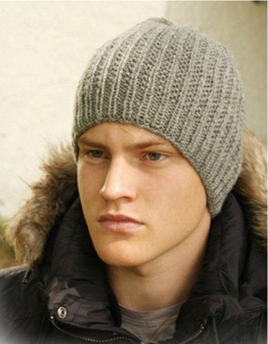 Серая мужская шапка