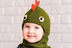 Шапка-шлем в виде динозавра