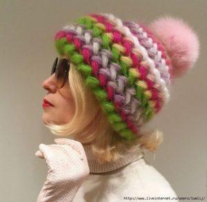 Разноцветная шапочка из мохера