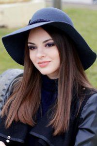 широкополая фетровая шляпа с мягкими полями с изгибами
