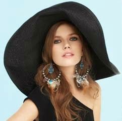 Чёрная широкополая шляпа