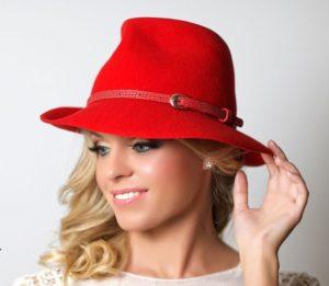 Федора красная шляпа