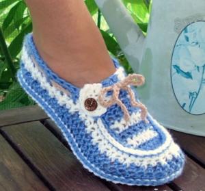 Бело-голубые тапочки носочки