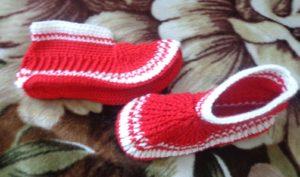 Бело-красные тапочки носочки