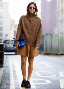 туфли на шнурках и короткая юбка