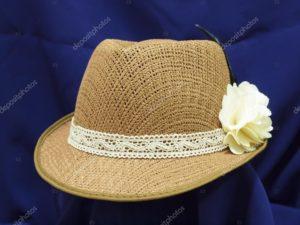 соломенная шляпа с цветком