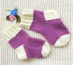 Бело-сиреневые носочки