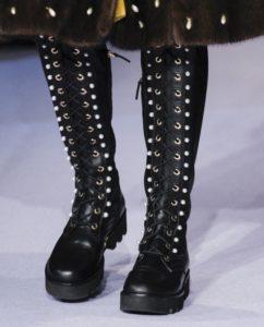 грубые ботинки на шнуровке