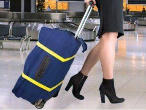Упакованный чемодан в чехол