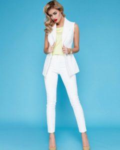 Белый пиджак без рукавов