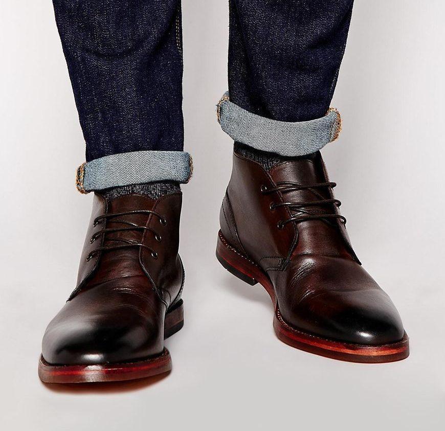 Модные шоколадные ботинки чукка