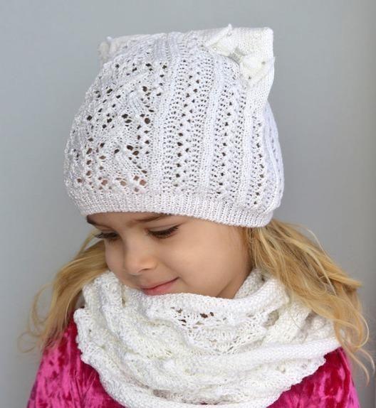 Белая детская шапочка