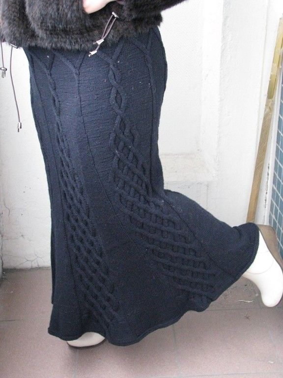 Длинная темно-синяя юбка
