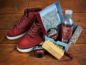 Яркие кроссовки как почистить?