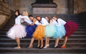 девушки в фатиновых юбках