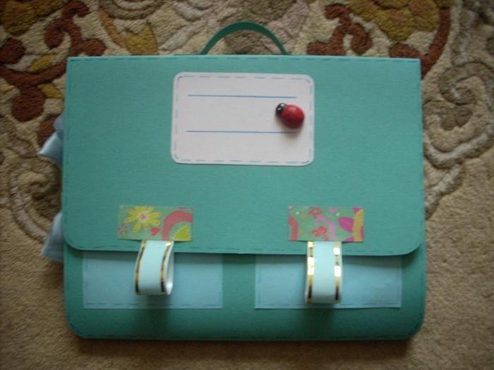 Салатный портфель для куклы из бумаги