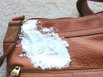 Чистка сумки от чернил поваренной солью
