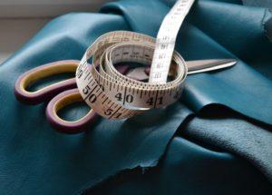 Материал и инструменты для пошива юбки