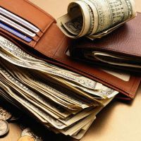 кошелек с долларами