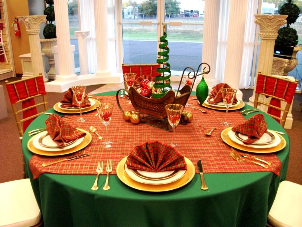 Красно-зеленый новогодний стол