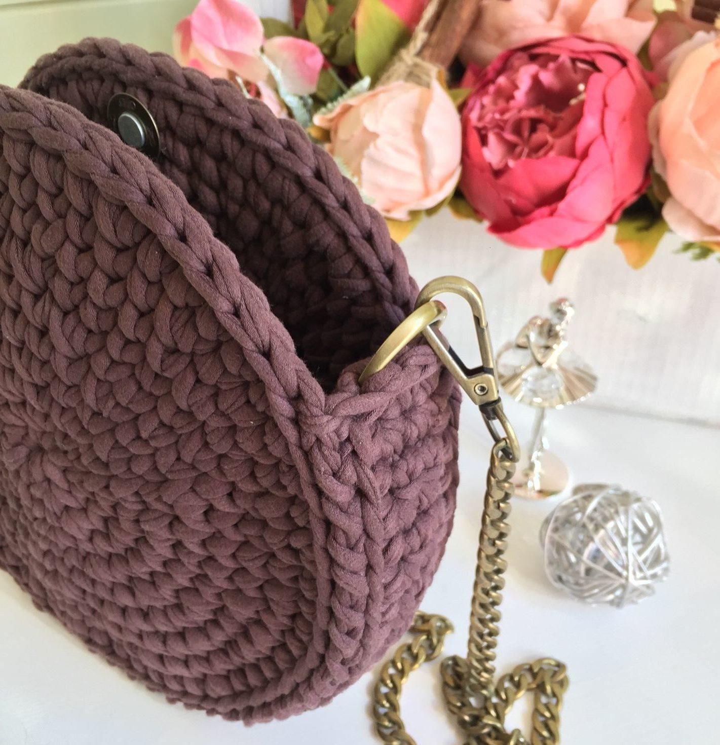 Круглая шоколадная сумка модель 2