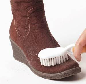 замшевая обувь и щетка