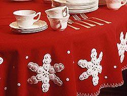 Пайетки на новогоднем столе скатерть