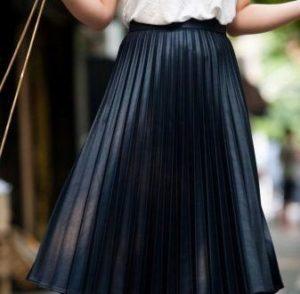 Образы с длинной черной юбкой плиссе