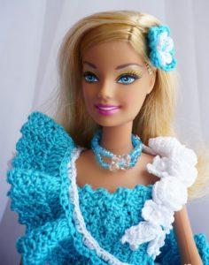 Голубое платье для Барби крючком