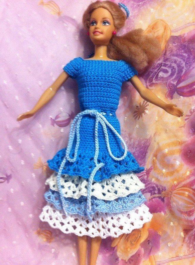 Бело-голубое платье Барби 1