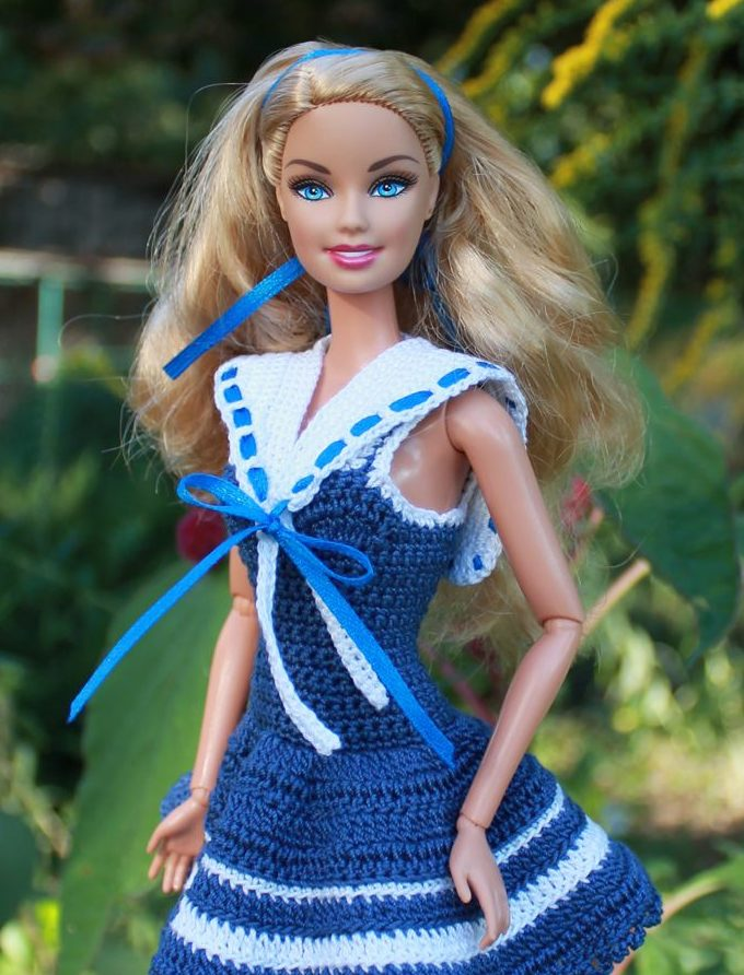 Бело-голубое платья Барби