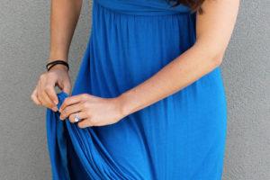 Почему юбка прилипает к колготкам