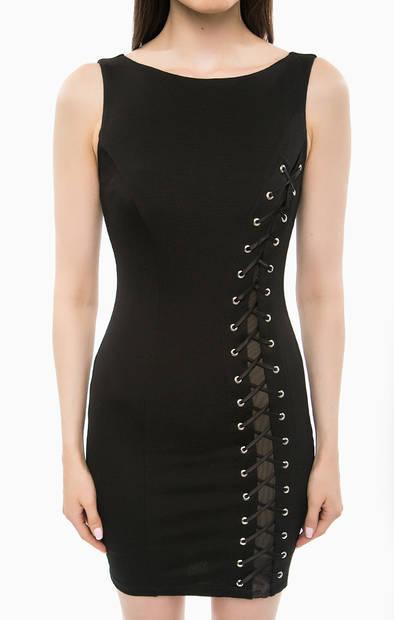 Расширить черное платье шнуровкой