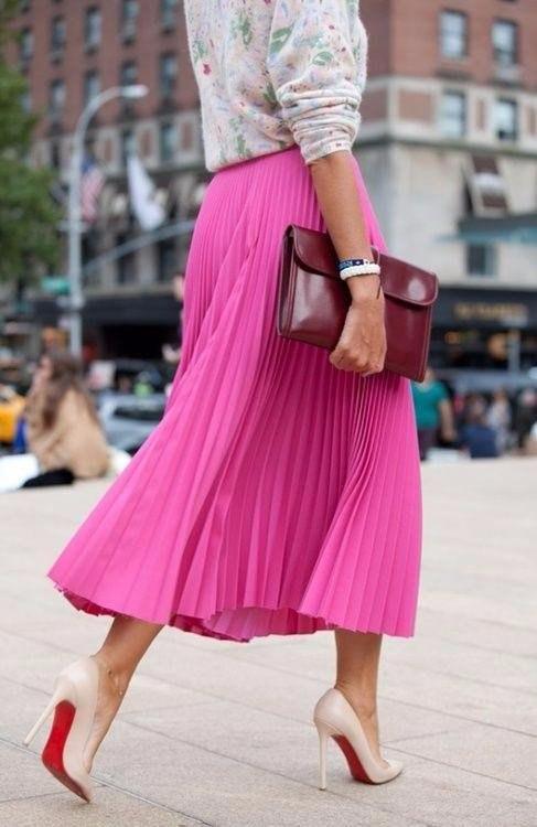 Розовая яркая юбка плиссированная