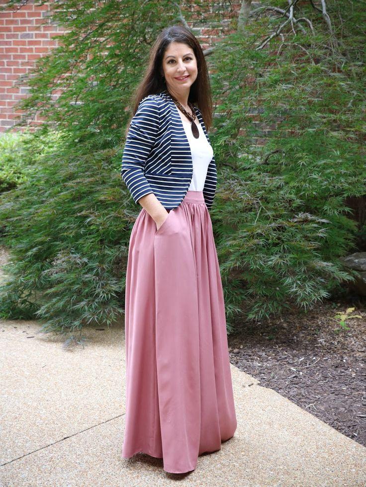 Розовая расклешённая юбка