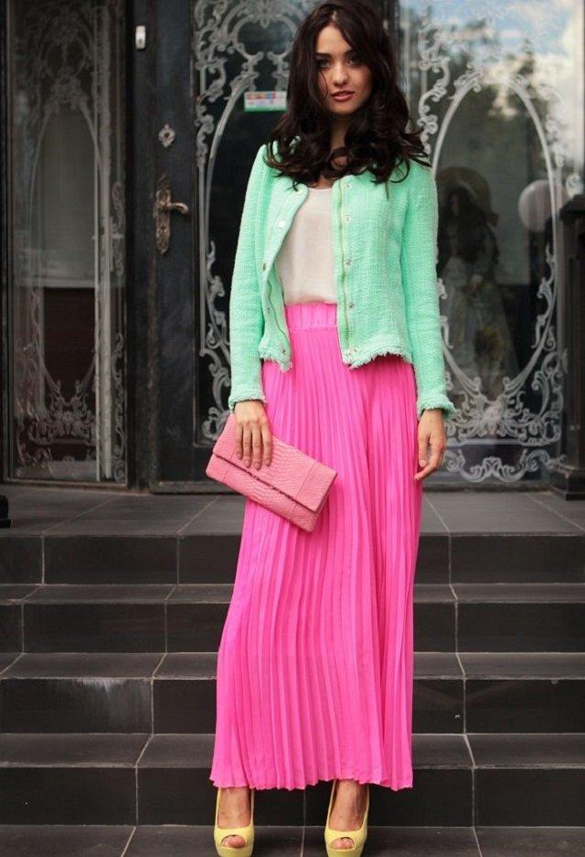 Розовая плиссированная длинная юбка