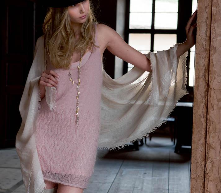 Розовое платье из мохера