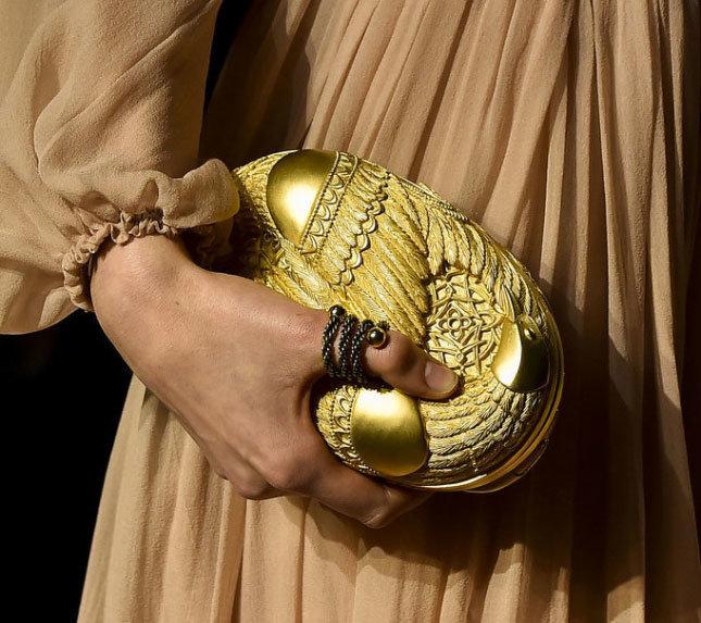 С чем носить желтую сумку минодьер