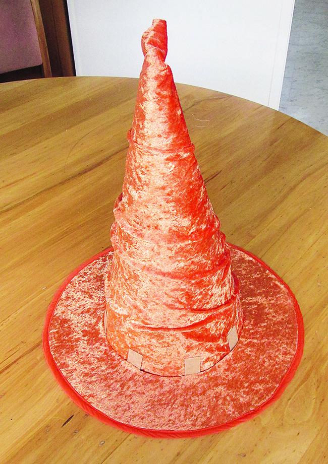 Готовая шляпа из ткани